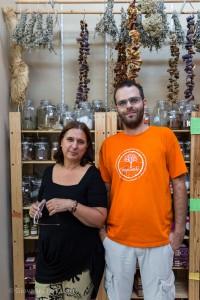 """Foto: Giovanni Lo Curto Sesoula """"kleine Schüppe"""", einem von insgesamt 12 Lebensmittel-Kooperativen in Athen,"""