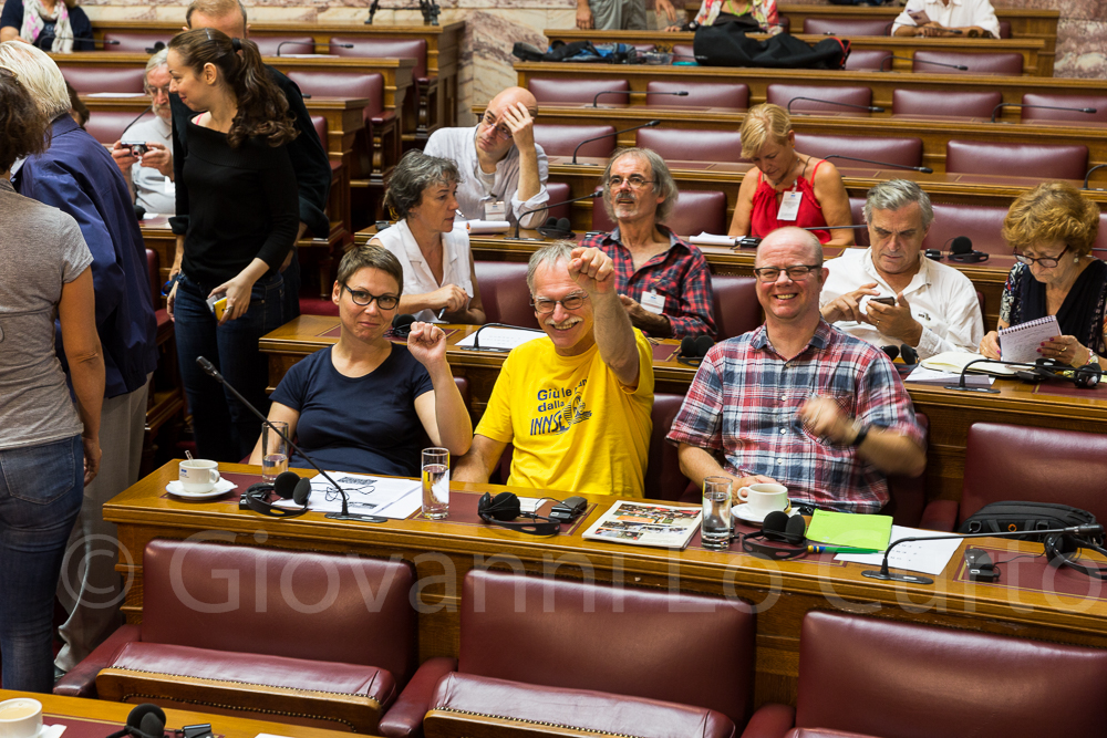 Ulrike, Rainer und Brian Delegation reisegruppe. Bericht der Wahrheitskommission über die öffentlichen Schulden Griechenlands. Foto: Giovanni Lo Curto